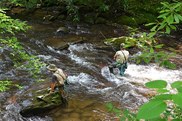 Fishing and Smoky Mountains camping go together very well. Via smokymtngetaways.net