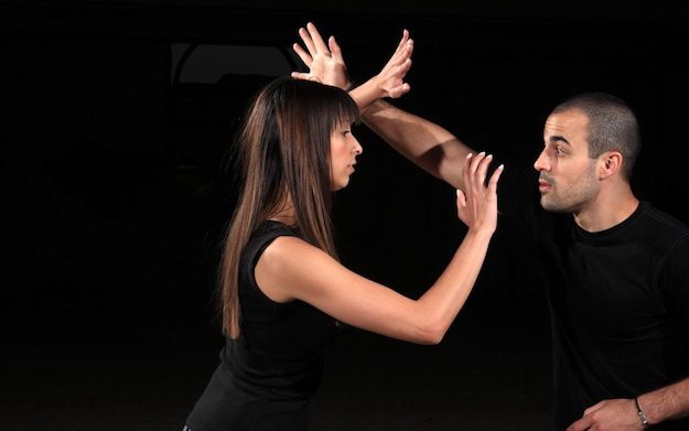 Eye Gouging with Open or Extended Fingers | Survival Tips: Self Defense for Women