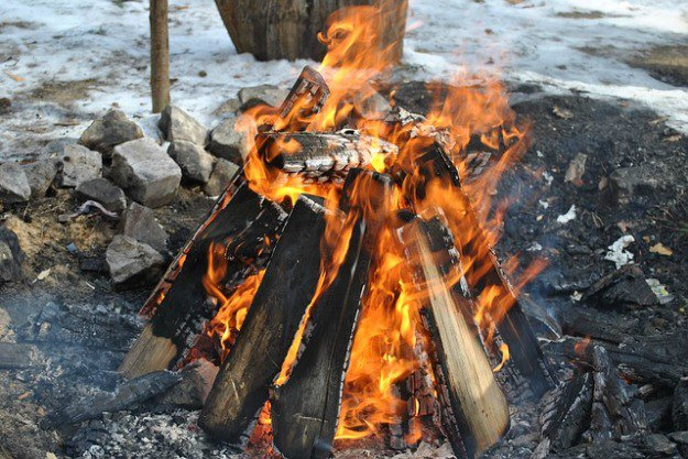 Build a Teepee   Campfire Infographic   How To Build The Perfect Campfire   campfire building techniques