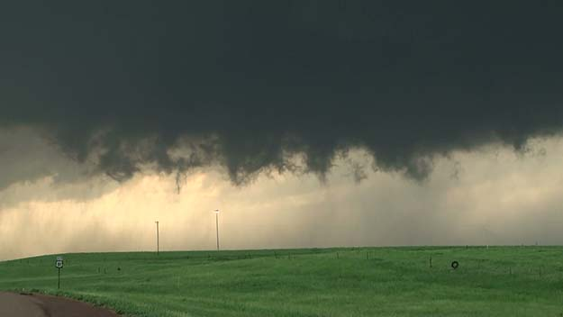 A wall cloud like this one is a telltale sign of tornadic activity. (Image via)