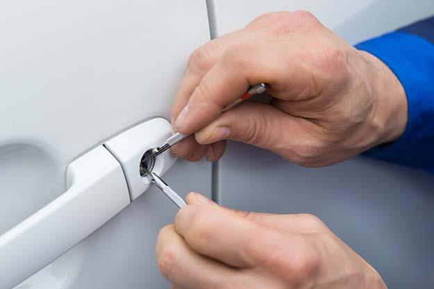 vehicle locksmithing