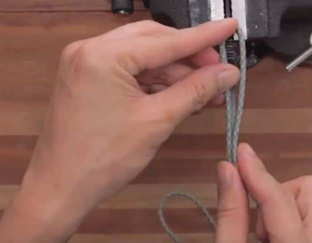 Step 2: Make your first loop   How To Make A Quick-Release Paracord Knife Wrap