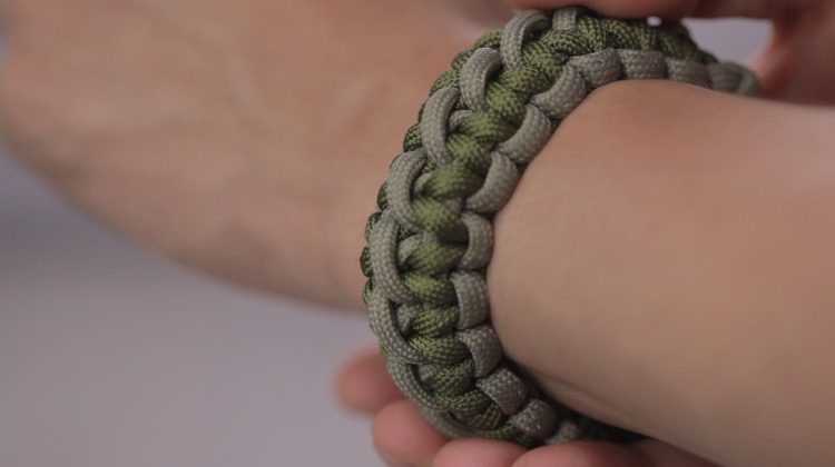Double-Wide Cobra Paracord Bracelet