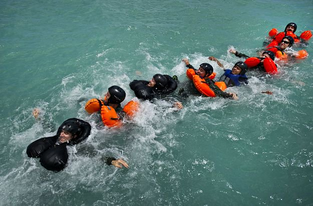 Stay Calm | Shipwreck Survival Skills You Should Know About