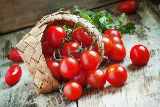 Easy To Grow Vegetables For Beginner Gardeners | Useful Survival Skills cherry tomatoes