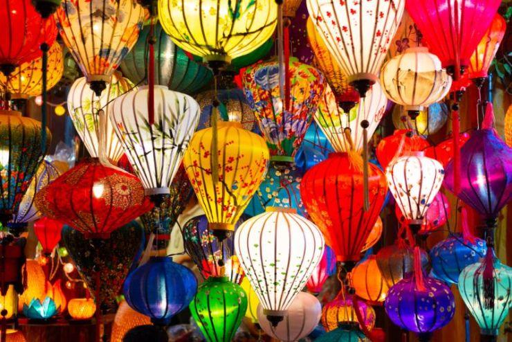 beautiful-decoration-lanterns-light-night-market camping light
