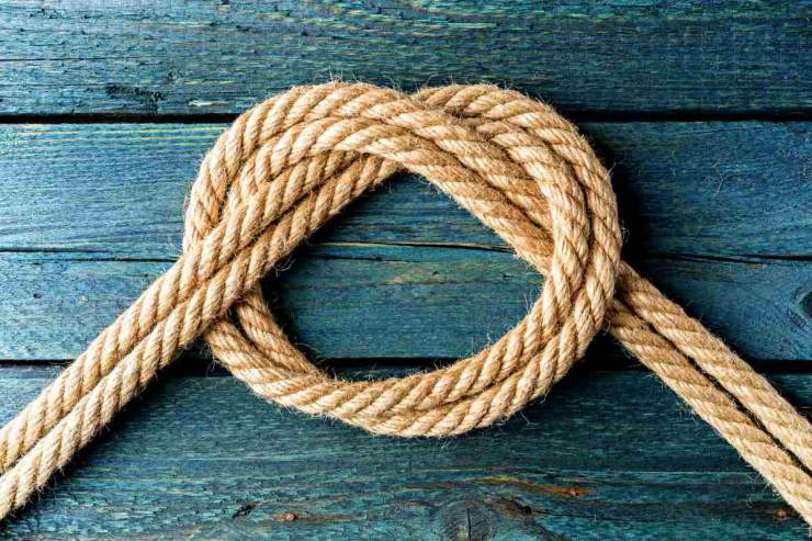 Overhand bow knot | Essential Knots Every Survivalist Needs To Know