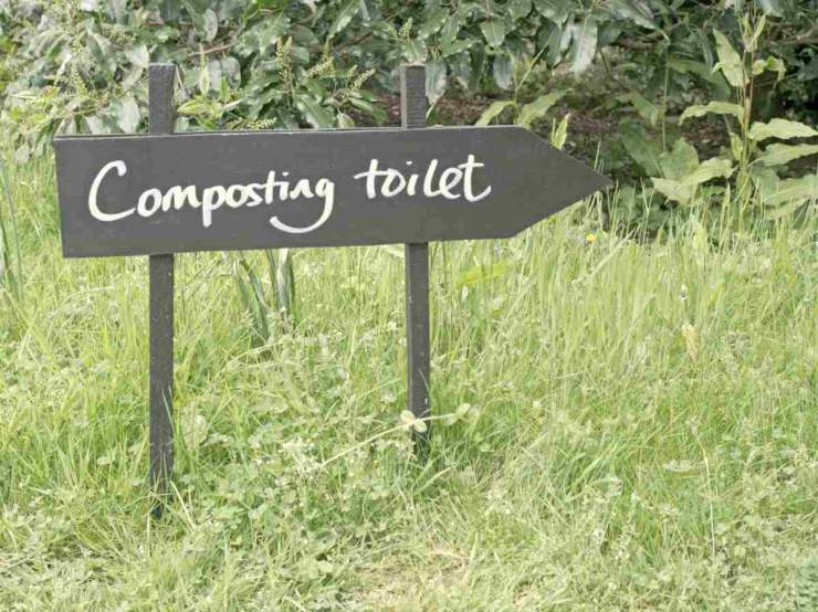composting toilet sign | VIDEO TUTORIAL: DIY Outdoor Toilet | easy diy outdoor toilet