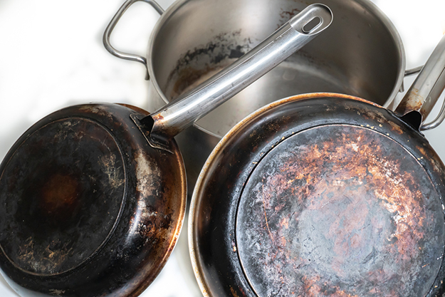Scrub Dirty Pots and Pans | Uncommon Aluminum Foil Survival Uses