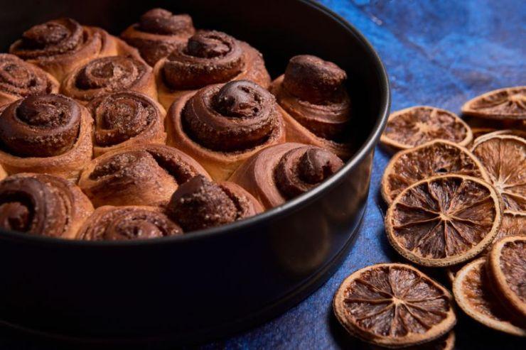 cenital-view-freshly-baked-cinnamon-rolls | cinnamon rolls