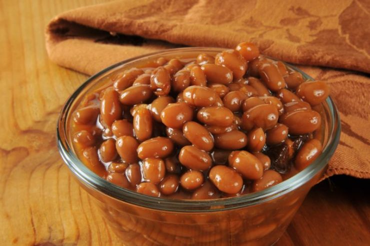 cup-baked-beans-on-rustic-wooden | baked beans