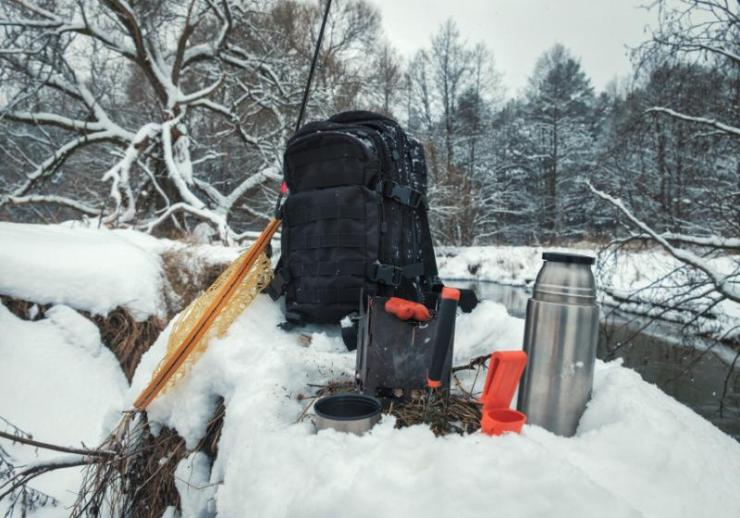 picnic on fishing trip snowcovered winter   best winter emergency car kit