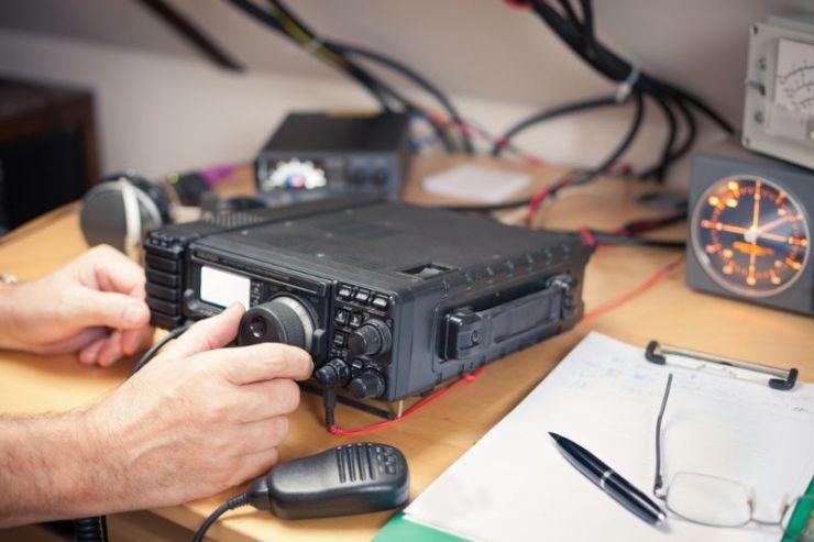 amateur-radio-station-closeup-transciever | ham radio