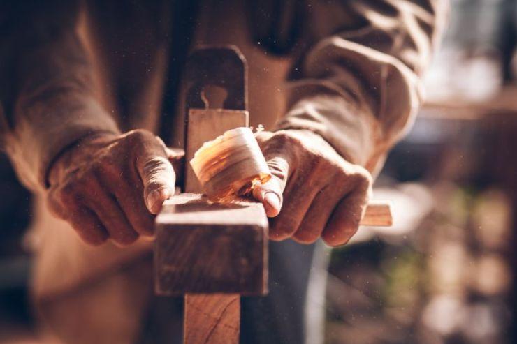 carpenters-using-spokeshave-decorate-woodwork | carpentry