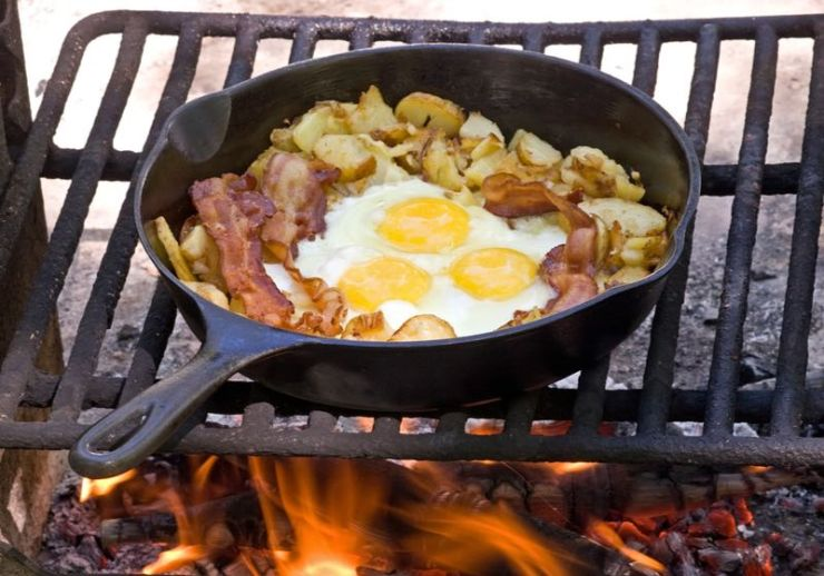Campfire breakfast of eggs,bacon and potatoes | Campfire Cooking