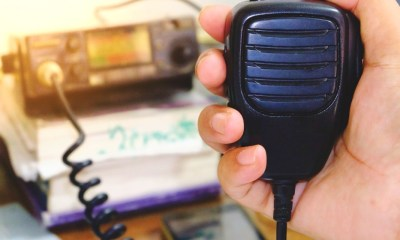 Hand holding Ham radio speaker for conversation | Best Ham Radio | Top Choices To Amateur Radios You Can Use | Featured