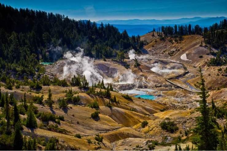 Bumpass-Hell-boardwalk-in-Lassen-Volcanic-National-Park-California-best-hiking-trails