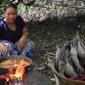Cooking curry Shrimp Spicy with Mushroom & Potato for Food delicious - Survival Cooking TV ep49