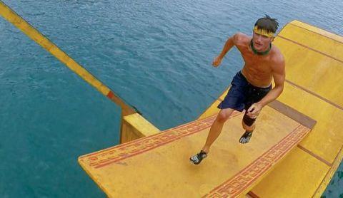 Jon Misch performs in Survivor Reward Challenge