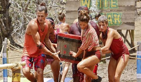No Collar castaways struggle on Survivor 2015