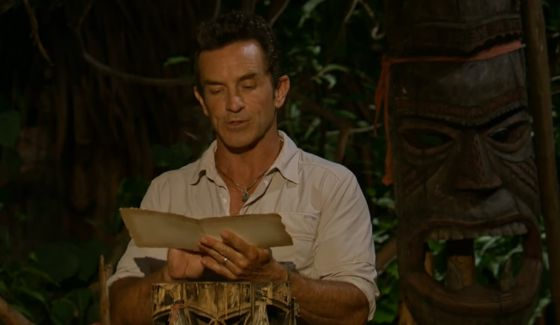 Jeff Probst reveals the vote on Survivor 2016