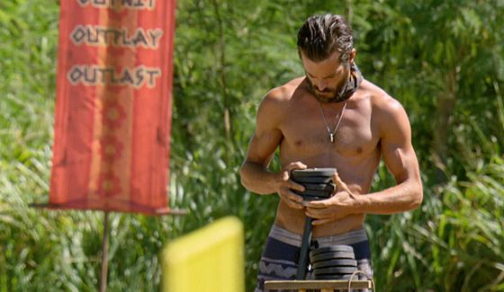Ken prepares for Immunity Challenge on Survivor 2016