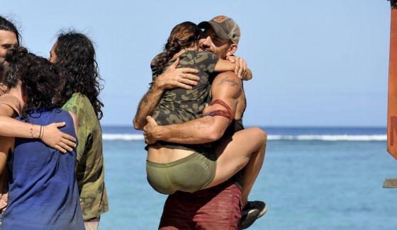 Debbie hugs Brad on Survivor 2017