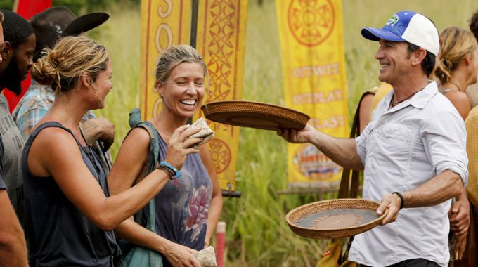 Jeff Probst hands out new Buffs on Survivor 2017