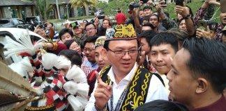 Kunjungan Basuki Tjahaja Purnama atau Ahok di Kupang, NTT cukup heboh dengan disambut para tokoh di Kalimantan Barat. (foto/dok.merdeka)