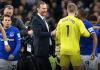 Duncan Ferguson memberikan selamat kepada para pemainnya usai menaklukan Chelsea 3-1 di Goodison Park. (Foto: Evertonfc.com)