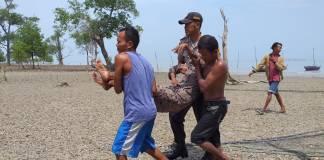Petugas Bhabinkamtibmas Kelurahan Buru dan Lubuk Puding, Polsek Buru Brigadir Buzari(Suryakepri.com/Rachta Yahya)