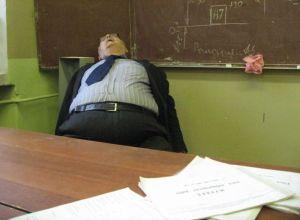 profesor durmiendo