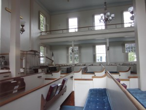 Federated Church, Edgartown, showing pulpit at left. Photo by Jeanne Gehret