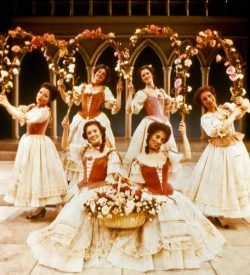 THE GONDOLIERS, 1983, Girls, Act 1, Garlands of roses