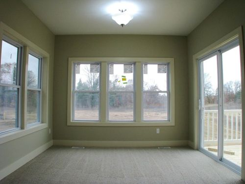 4-season room with slider to deck