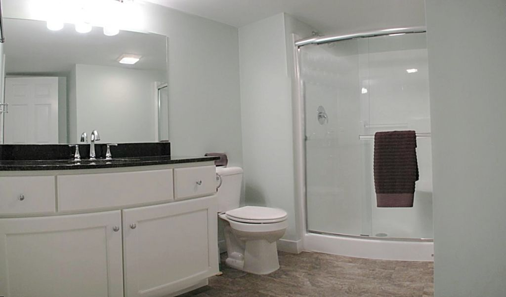 Showers and Bath Tubs at Sawgrass Condos in Holland, MI