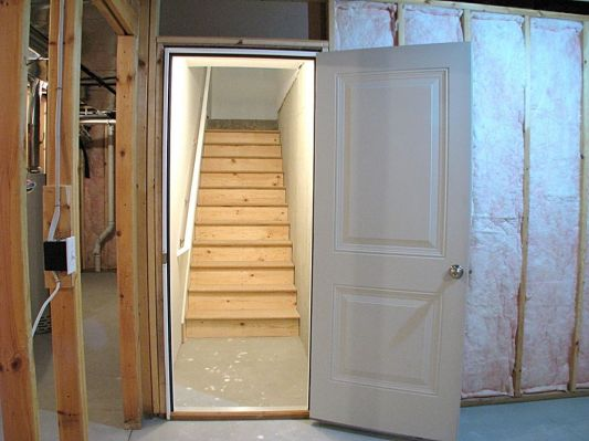 Stairway from lower level to garage