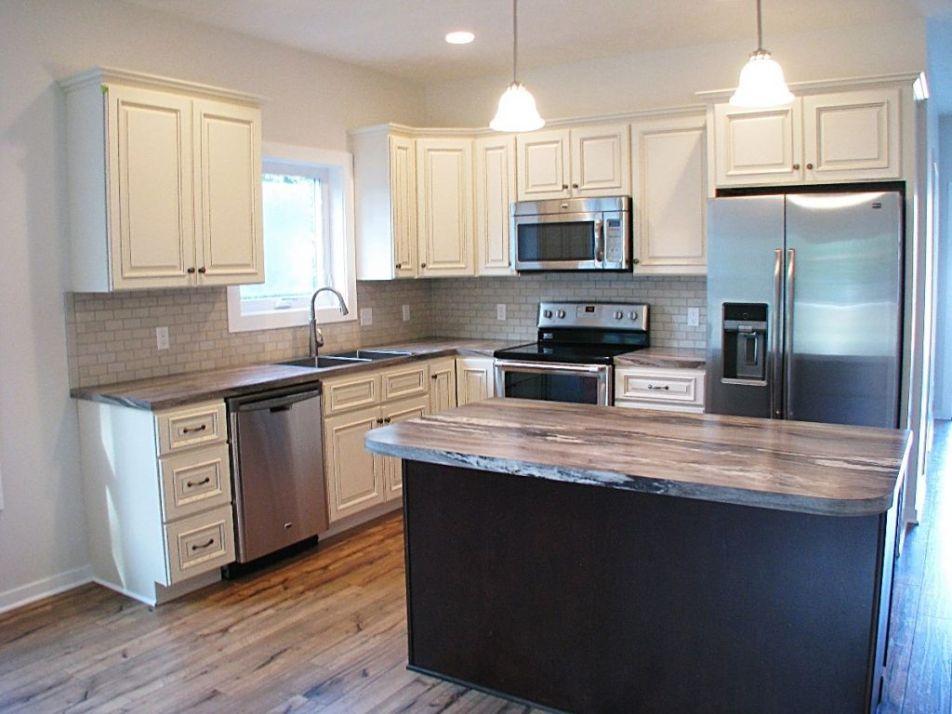 2430 kitchen w/laminate wood floor