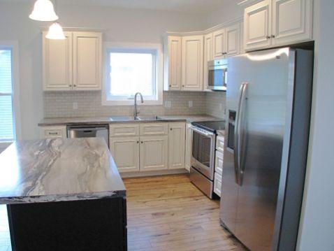 2430 Kitchen w/white cabinets