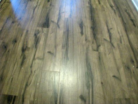 2506 Laminate wood floor