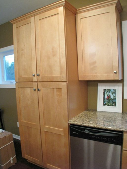 2437 Kitchen with pantry