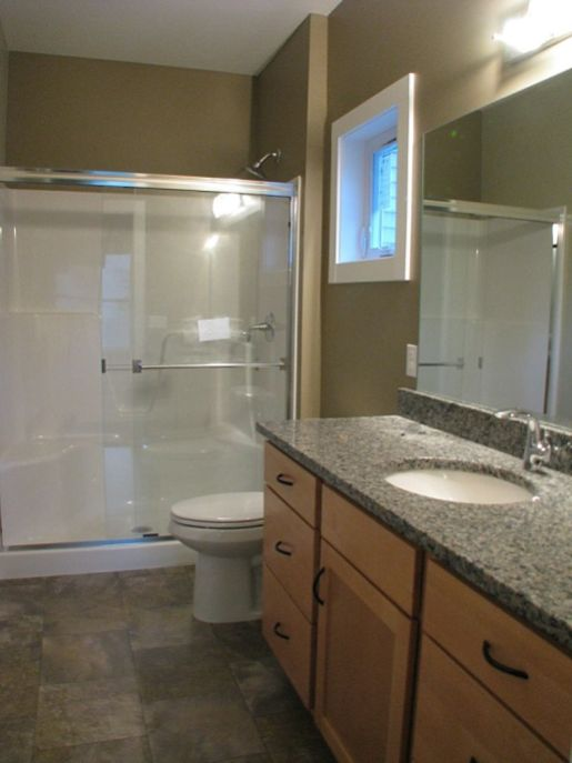 2506 Master bath with privacy window
