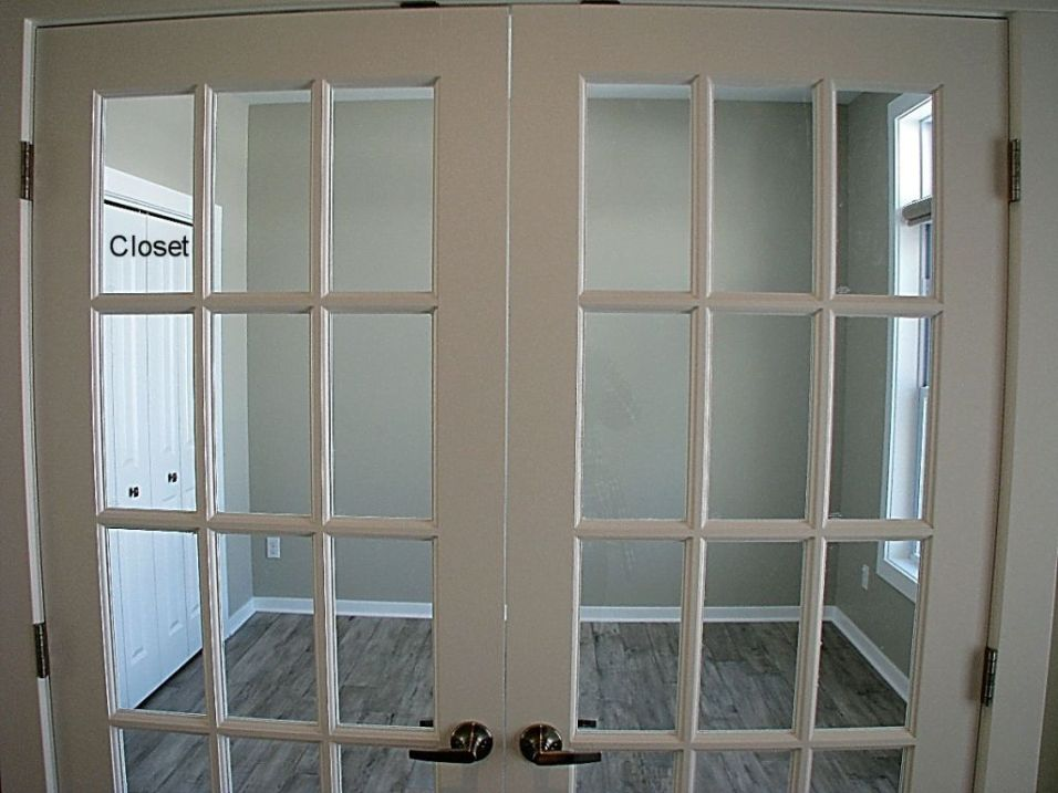 Flex room or office with closet