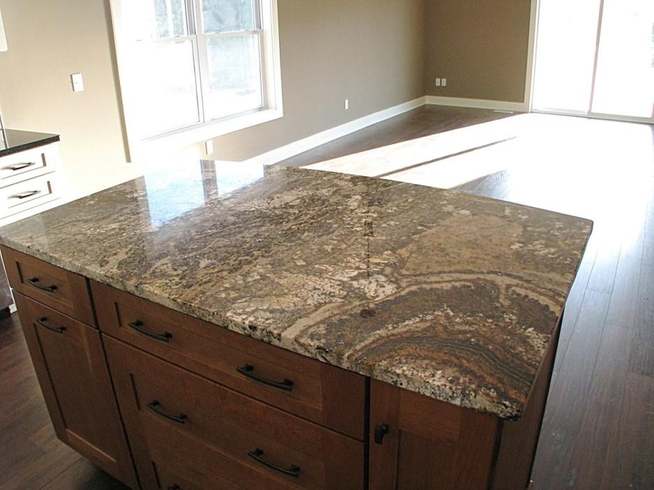 Kitchen-center island, med brown & granite