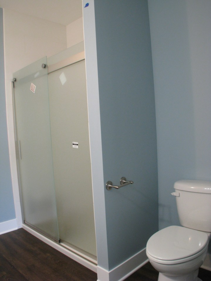 tile shower with glas door and acrylic base (3)