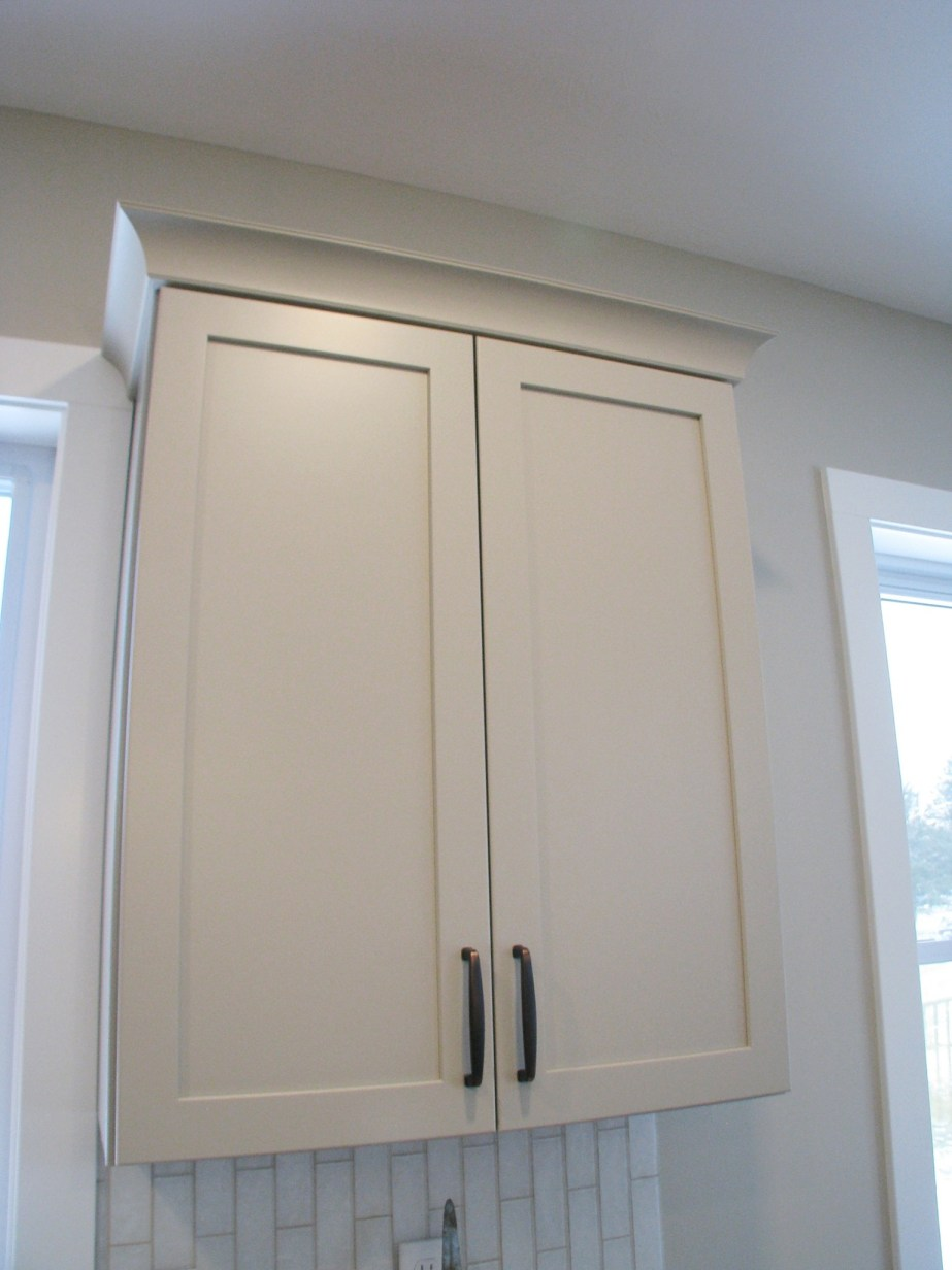 6406 kitchen upper cabinet with crown molding