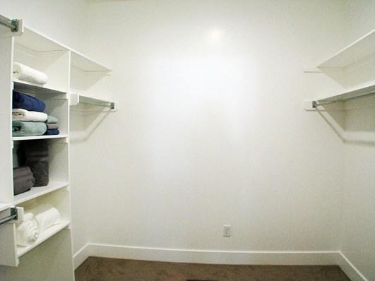 6406 Master bedroom-walk in closet3