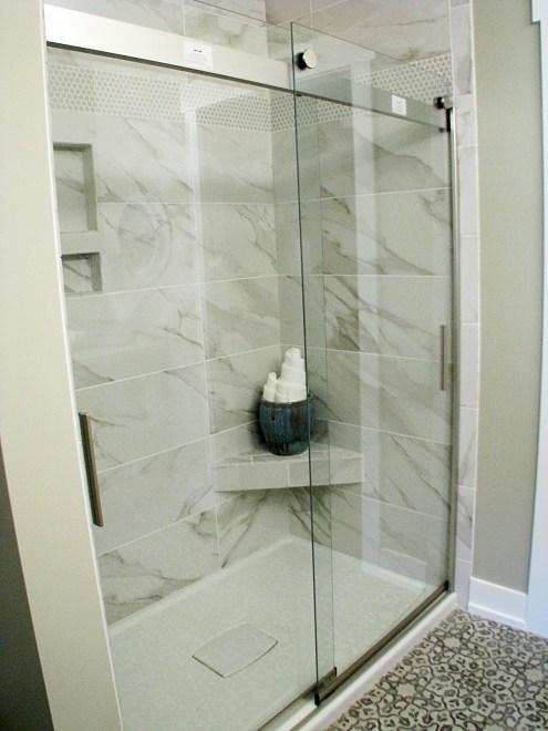 Shower ledge-Glass sliding doors