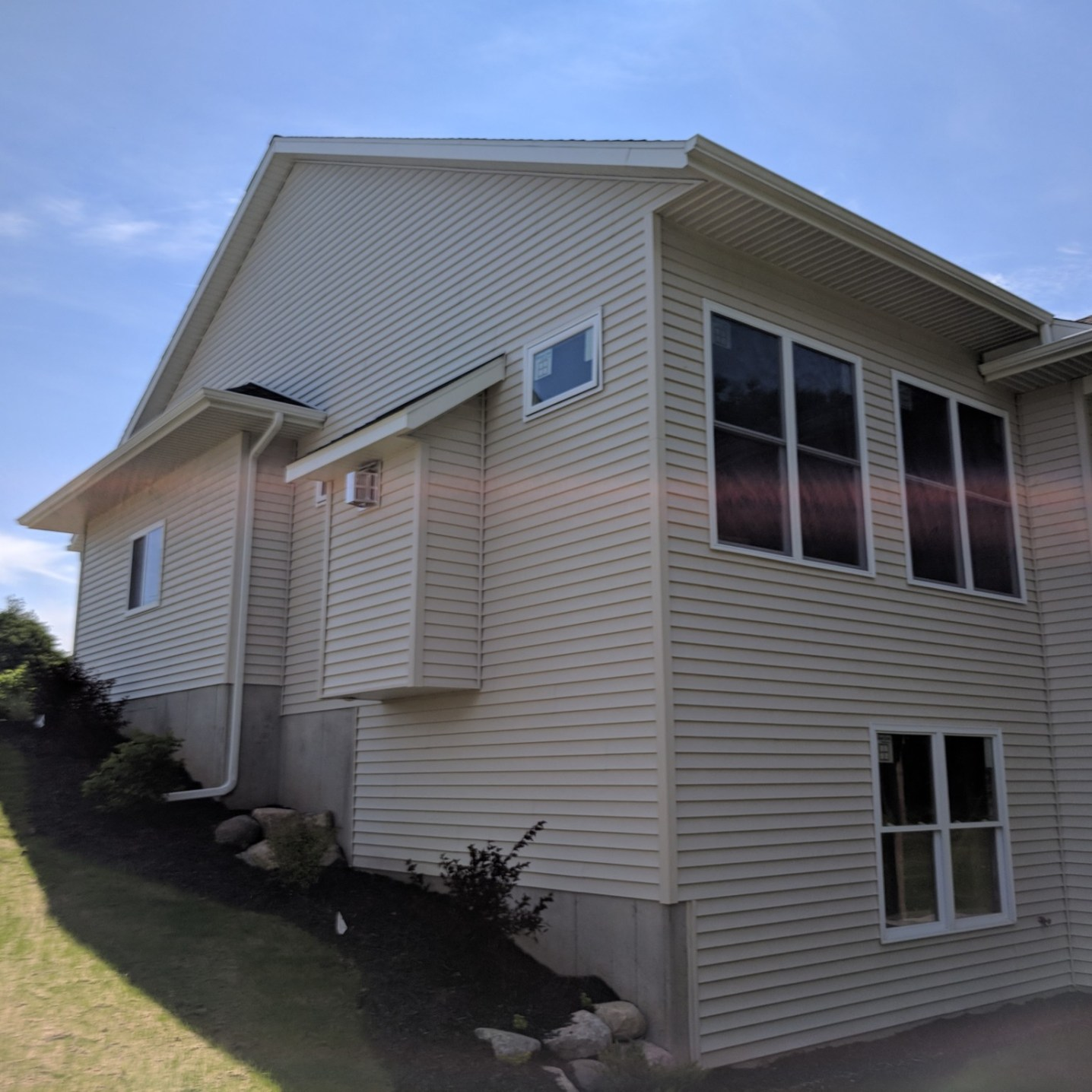 `Single Family-2 stall-BO-Side-Deck and Patio center
