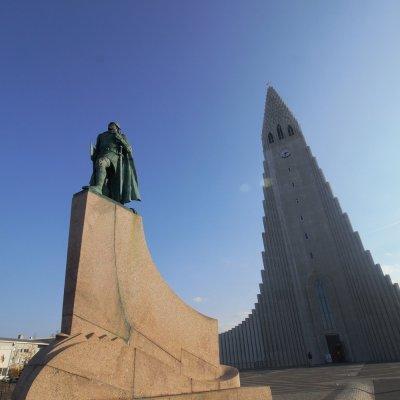 Lief Erikson statue in front of Hallgrimskirkja